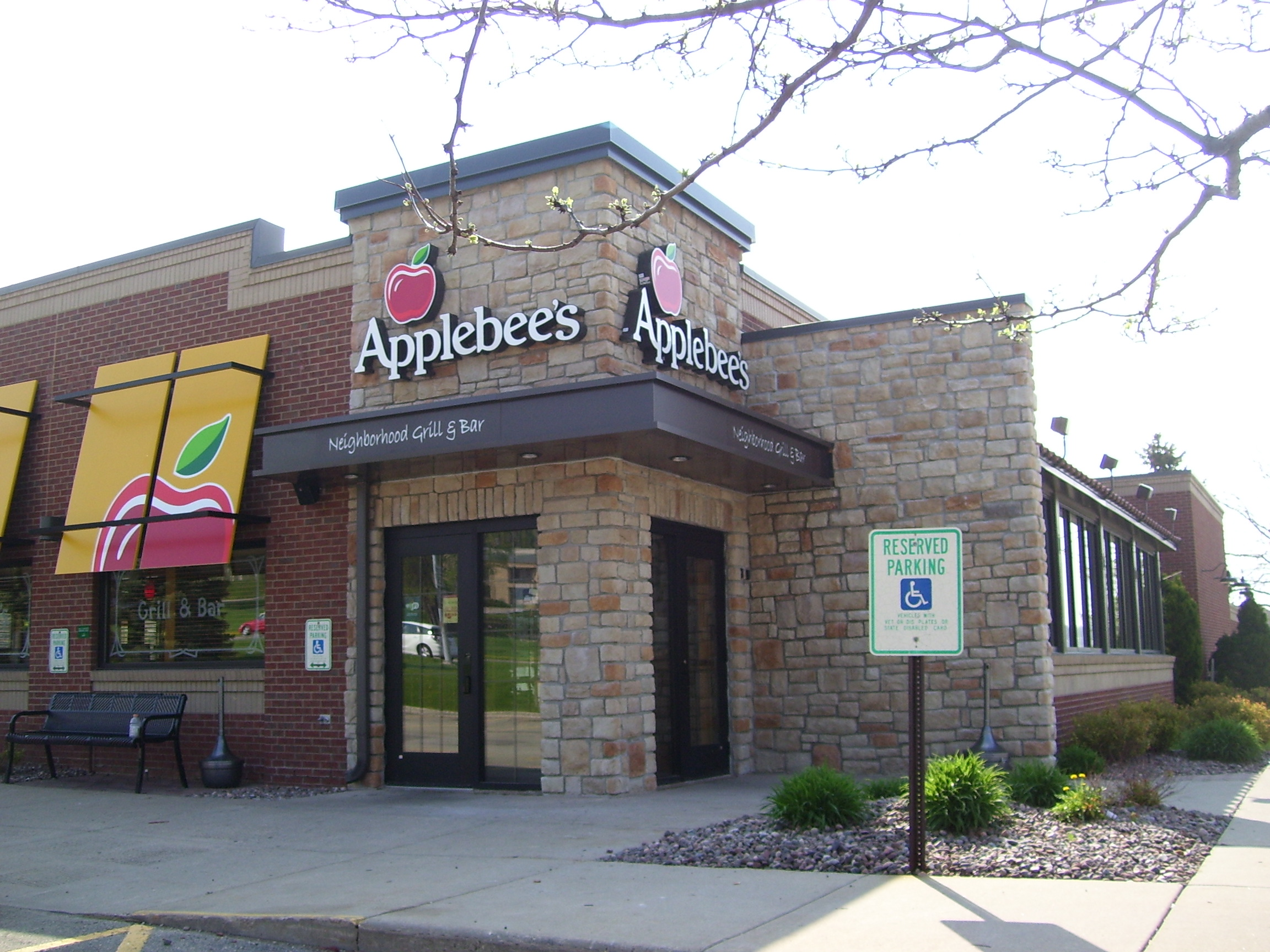 EastTowneMadisonApplebeesFront